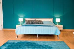 Suite Doppelbett mit 2 Nachtschränken und Lampen